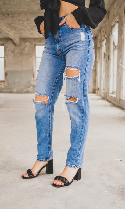 IZE RIPPED MOM JEANS BLUE